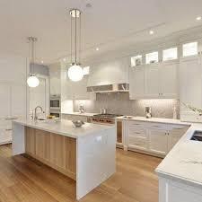 armoire cuisine cuisine blanche avec plan de travail noir 6 25 best ideas about
