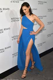 dress gal gal gadot stuns in blue gown at new york gala daily mail online