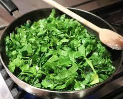 cuisiner des feuilles de blettes cassolette de feuilles de blette aux oeufs