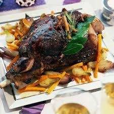 cuisiner du chevreuil cuissot de chevreuil de noël aux épices douces et légumes confits