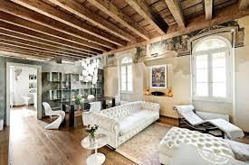 canapé chesterfield cuir blanc design interieur déco intérieur salle séjour plafond poutres canapé
