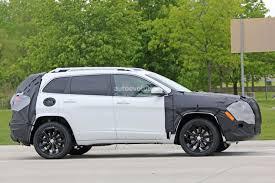 jeep cherokee green 2018 jeep cherokee prototype hints at single unit headlights