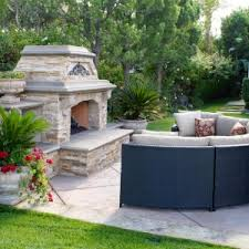 Patio Fireplace Kit by Decor U0026 Tips Screened Porch And Outside Fireplace With Patio
