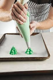 how to roll and decorate a bûche de noël christmas tree cookies