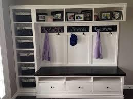 ikea mud room une entrée avec du style et hemnes d ikea ikea hack shelves and