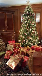 home alone christmas decorations traditional christmas decorating in red and green with plaids and