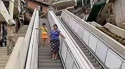 BBC Brasil - Vídeos e Fotos - Favela de Medellín ganha escada ...
