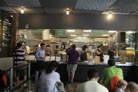 la cuisine du fast food ouverte sur les clients picture of shake