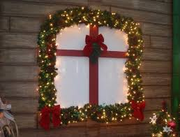 Christmas Window Decorations Ornaments by Christmas Window Decoration Ideas Greenery Garland Lights Ribbons