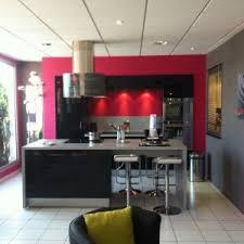 mur cuisine framboise cuisine couleur framboise et blanc cuisine idées de décoration