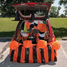 trunk or treat classic halloween décor idea welcome trunk or