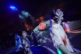 howl o scream vs halloween horror nights the thrills and chills of halloween horror nights 2017 opening