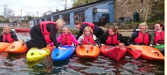 thames river boat hen party canoeing hen parties ultimate canoe kayak