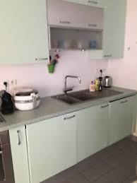 cuisine camif cuisine équipée meubles camif de couleur verte et électroménager