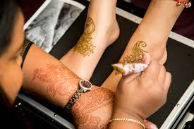 bridal mehndi prep and care guest post by blushing beautiful