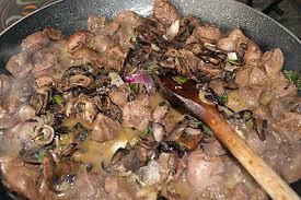 cuisiner des rognons de boeuf recette de rognon de boeuf sauté au madère et à la moutarde