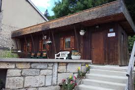 chambre d hote les rousses petit chalet bois à proximité des pistes de ski et au bord du lac
