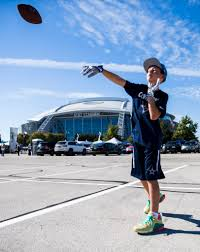cowboys redskins thanksgiving dallas cowboys photos cowboys fans tailgate with live turkeys on