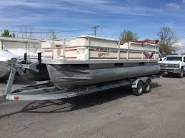 2001 22 crest ii pontoon boat w 90 hp mercury o b sutters marina