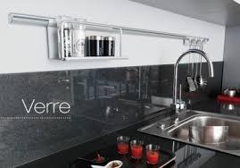 cuisine en verre crédence verre ou inox 13 modèles déco pour la cuisine