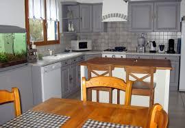 cuisine rustique repeinte en gris repeindre des meubles de cuisine rustique cuisine conforama 25 avec