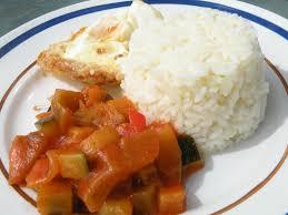 cuisine avec du riz ratatouille avec du riz et un oeuf frit missvdc