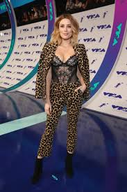 arielle vandenberg arielle vandenberg the can t miss looks from the 2017 mtv vmas