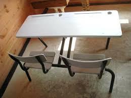 customiser un bureau en bois vieux bureau bois les pupitres relooker patines couleurs customiser