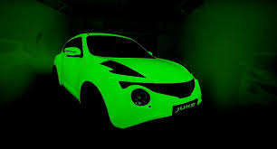 green nissan juke glow in the dark nissan jukes used as canvas by two graffiti artists