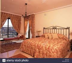 guest bedroom in spanish laundry room como es el dormitorio