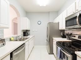 beautiful luxury 3rd floor condo with upgraded kitchen and