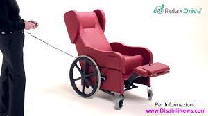 poltrone x anziani rivoluzionaria poltrona relax con ruote per anziani e disabili