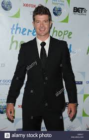 robin thicke at arrivals for silver rose gala and auction beverly