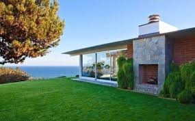 brad pitt u0027s malibu home for 13 75 million photos huffpost