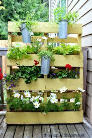 Diy Vertical Pallet Garden - small space flower garden diy pallet project the inspired room