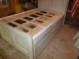 Diy Platform Bed Frame With Drawers by Best 25 Platform Bed With Drawers Ideas On Pinterest Platform