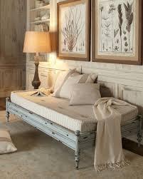 trasformare un letto in un divano boiserie c tips hacks for small space living