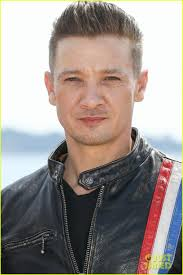 jeremy renner hairstyle jeremy renner says a lot of the quality content is on tv photo