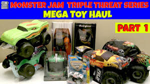 Triple Threat Flags Monster Jam Triple Threat Series Toy Haul Part 1 Youtube