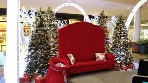 mall owner says it didn u0027t intend to take u0027christmas u0027 out of its
