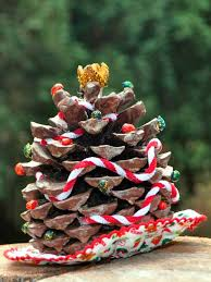 large pine cones make crafty christmas trees with a woodsy touch