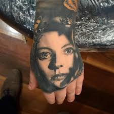 awesome henna tattoo on left hand
