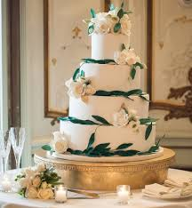 a wedding cake tips for choosing a wedding cake expert tips on wedding cakes