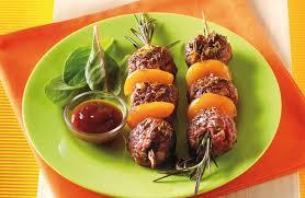 cuisiner des boulettes de boeuf brochettes de boulettes de bœuf au romarin recettes de cuisine
