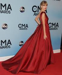 taylor swift wearing red gown and red lipstick at 2013 cma awards
