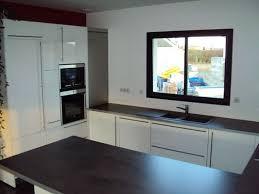 cuisine design toulouse cuisine design laqué blanc poignées barre par cuisine interieur
