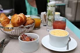chambre et petit dejeuner petit déjeuner à l hôtel de sers