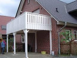 carport mit balkon begehbare carports als balkon carport in holz alu stahl