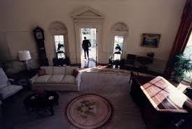 reagan oval office file reagan leaves oval office jpg wikimedia commons