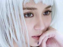 cristine reyes new hairstyle feel or fail kathyrn bernardo with her new light silver blonde